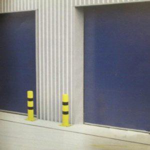 Pilonas fijas de proteccion señalizacion