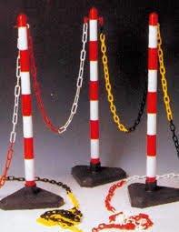 Postes y cadenas de señalización