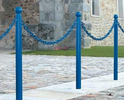 Pilonas fijas con cadenas